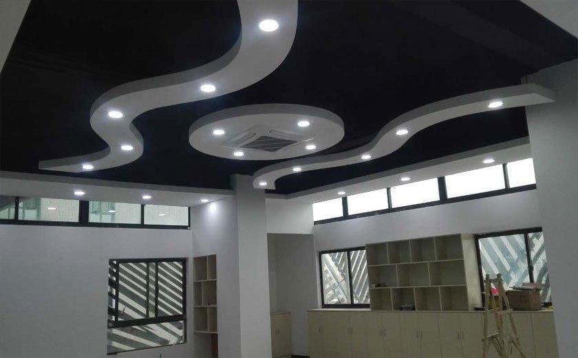 会议室吊顶效果图:-松江洞泾创意工坊办公室装修案例实拍效果图