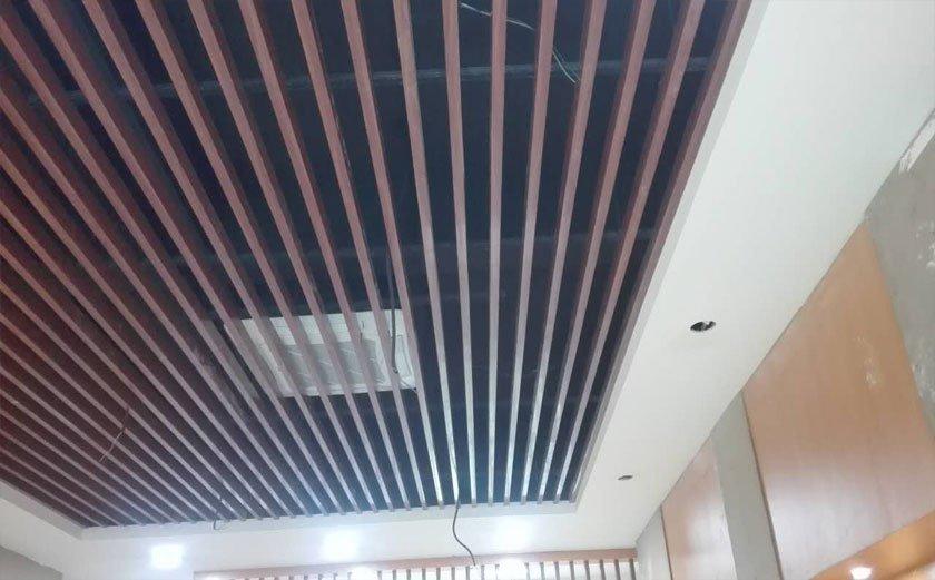 会议室采用铝格栅吊顶